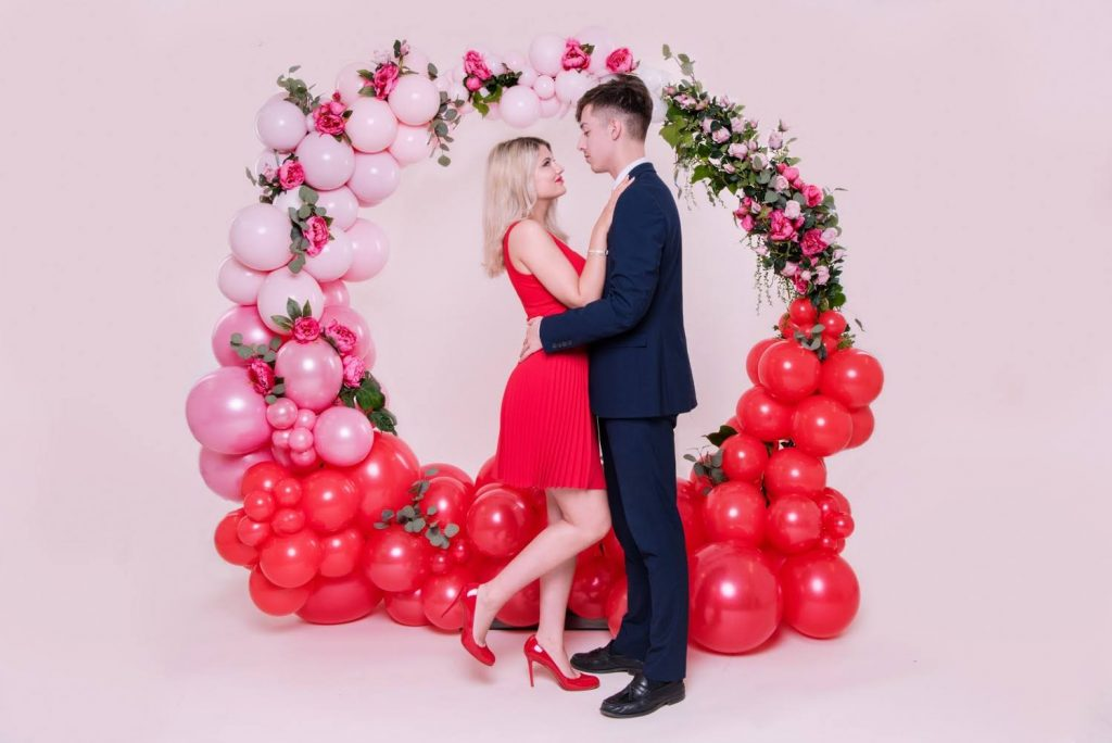 red and pink valentines balloon arch