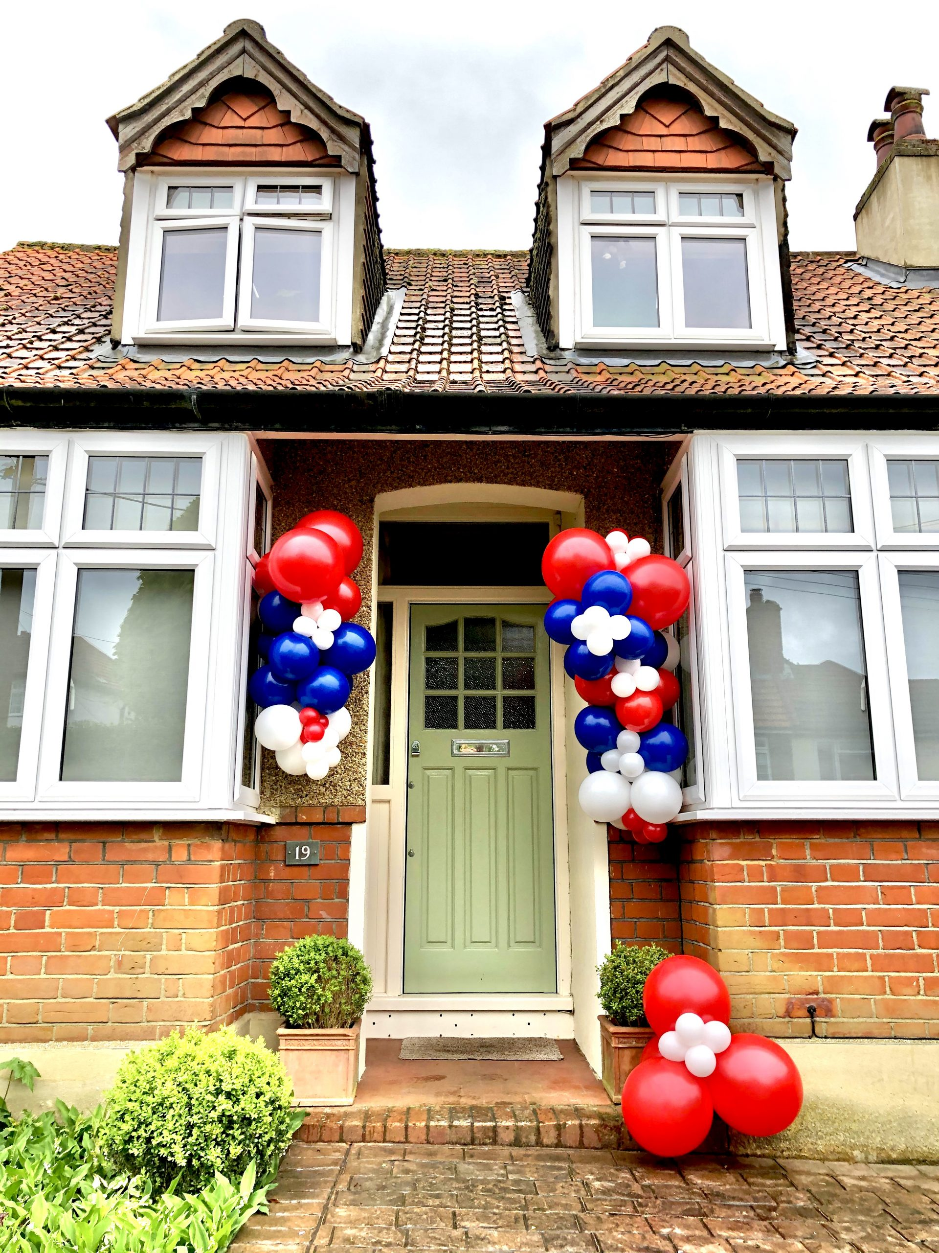 Red White And Blue Balloon Garland Hand Delivery Balloonista