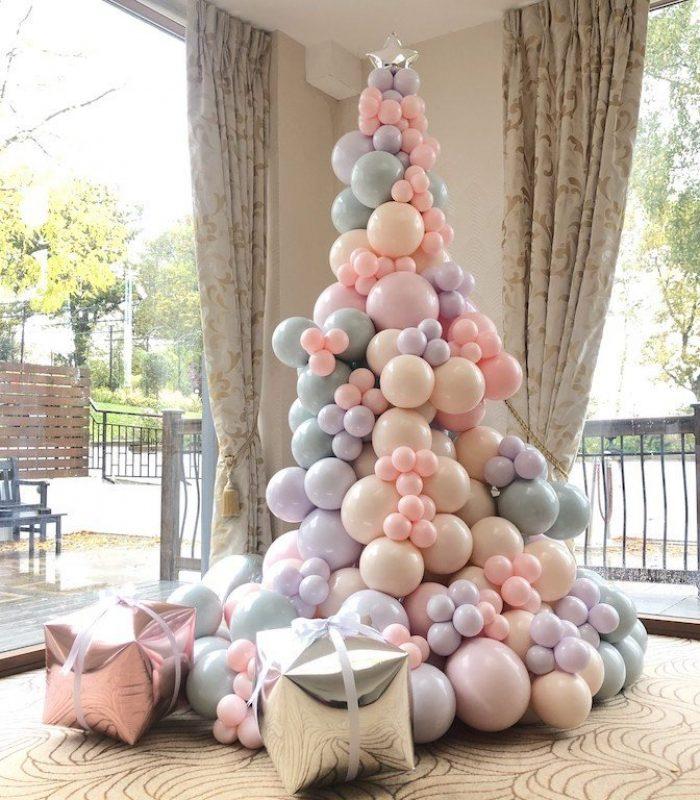 Balloonista Corporate Balloon Christmas Tree