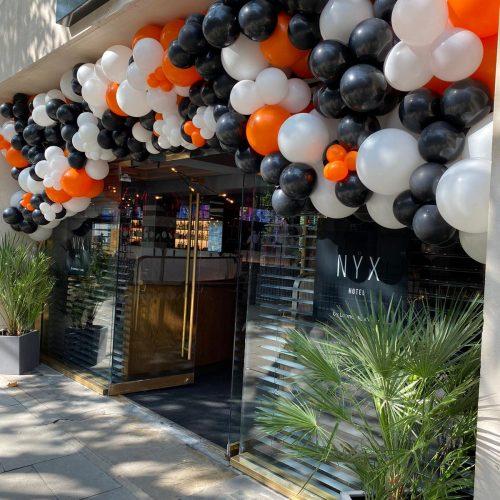 Balloonista Nyx Hotel Balloons