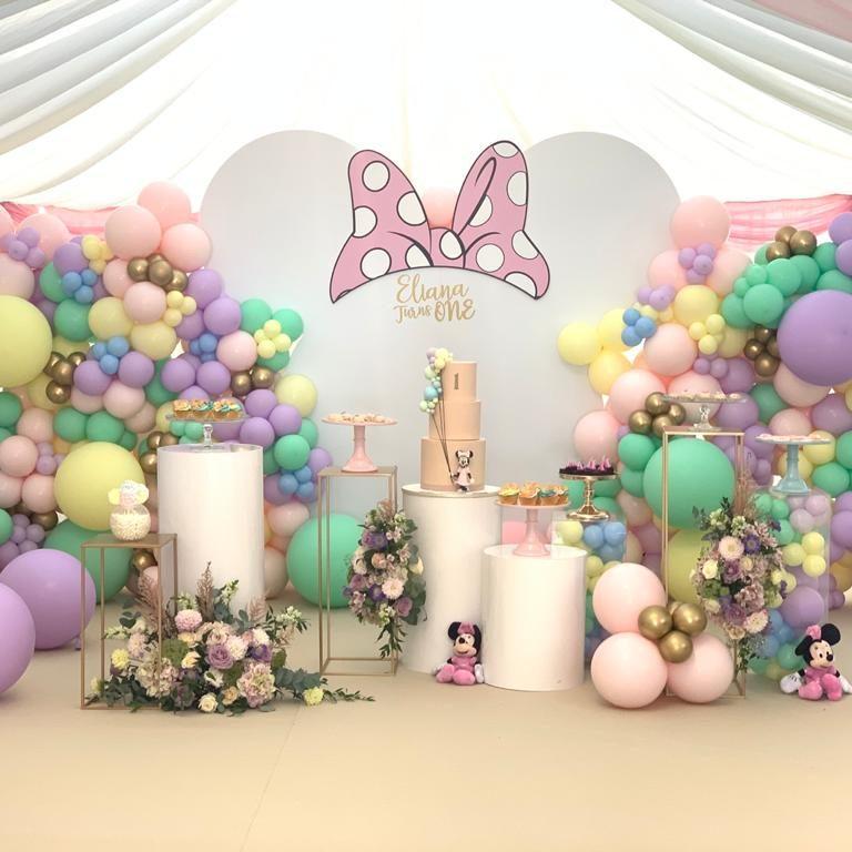 Balloonista Character Birthday Party Balloon Install
